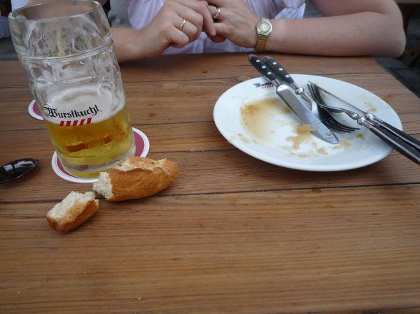 6 Schweinsbratwurstl Vom Rost Mit Sauerkraut