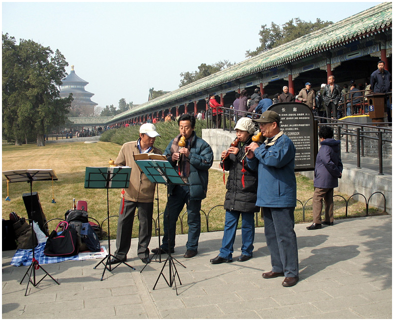 Musicians near temple of heaven
