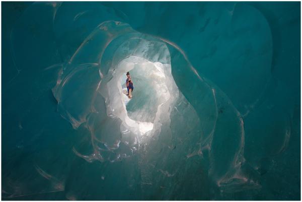 Läbi jää / Through the ice