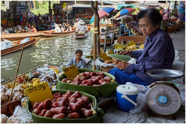 Puuviljamüüja / Fruit seller
