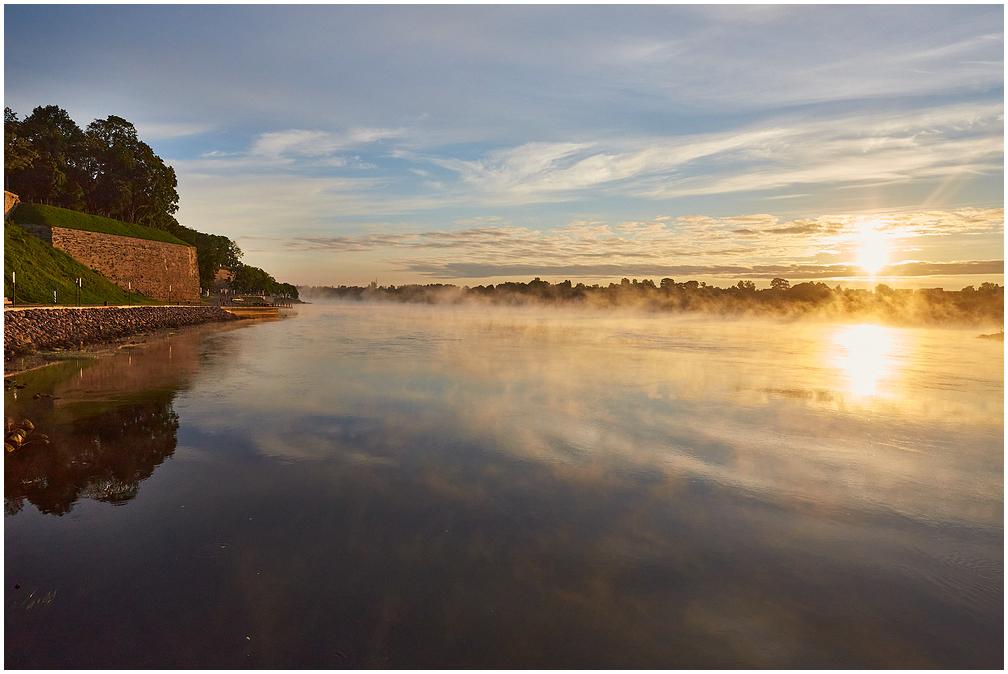 Hommik Narva jõel