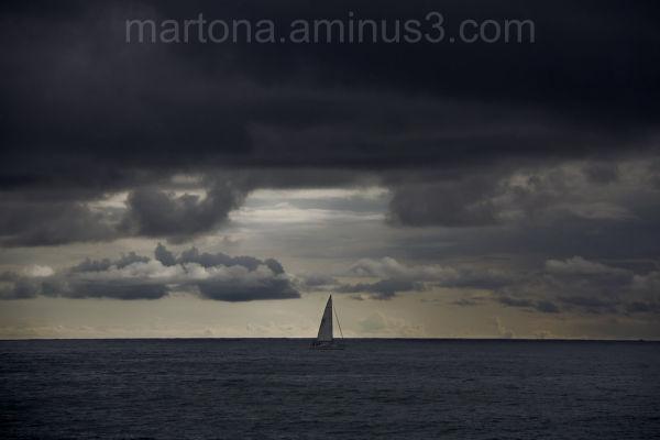 Barca a la mar. / Boat at sea.
