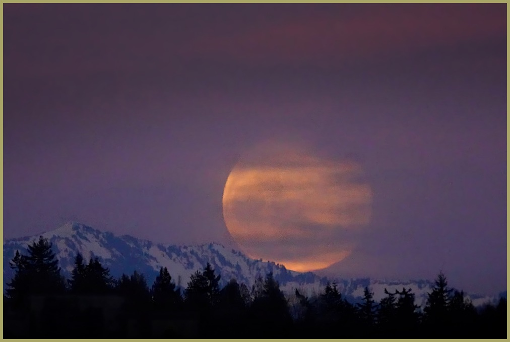 Worm Moon over the Cascades