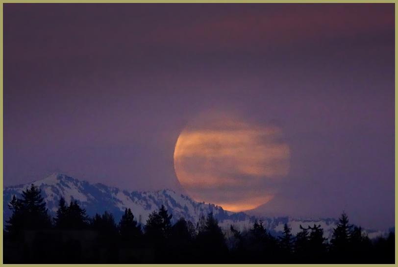 Worm Moon over the Cascades