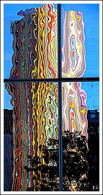 Reflet de la cheminée de Moretti à la Défense.