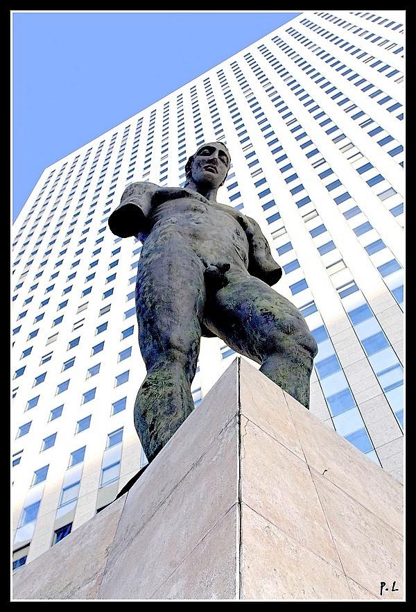 Le Colosse de Mitoraj (2001) Sculpture La Défense.