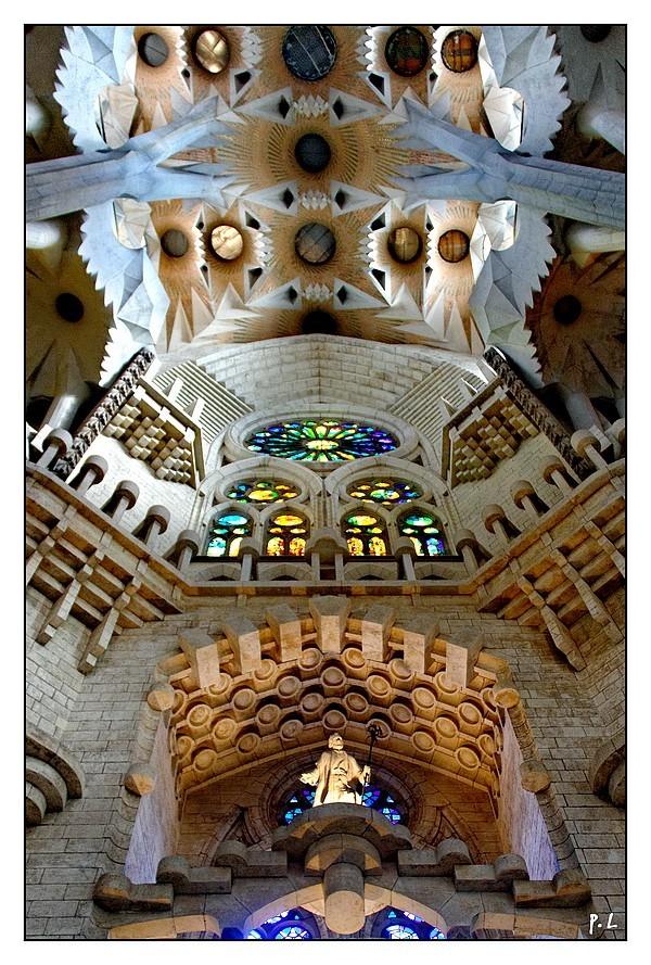 Transept,  Sagrada Familia, coté de la Nativité.