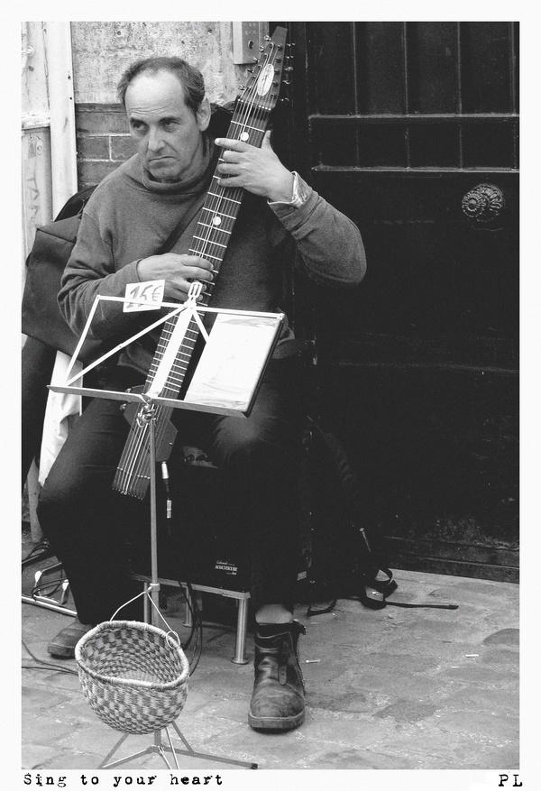 Musicien de rue à Paris