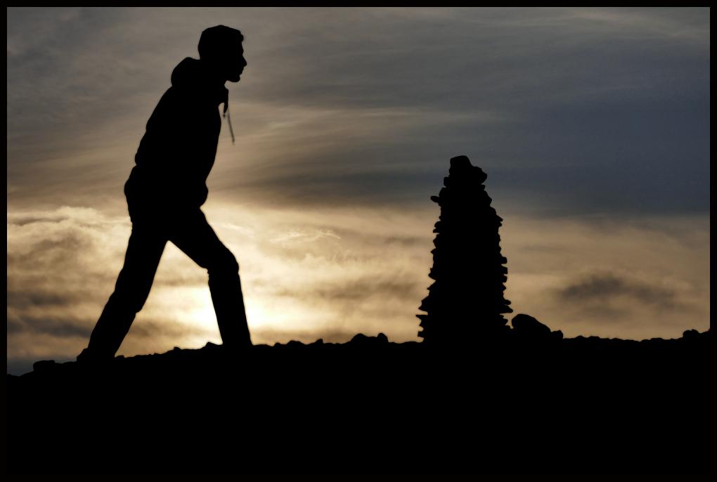 Au lever du soleil, un inconnu