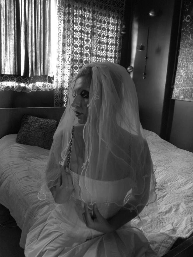 من در نقش عروس