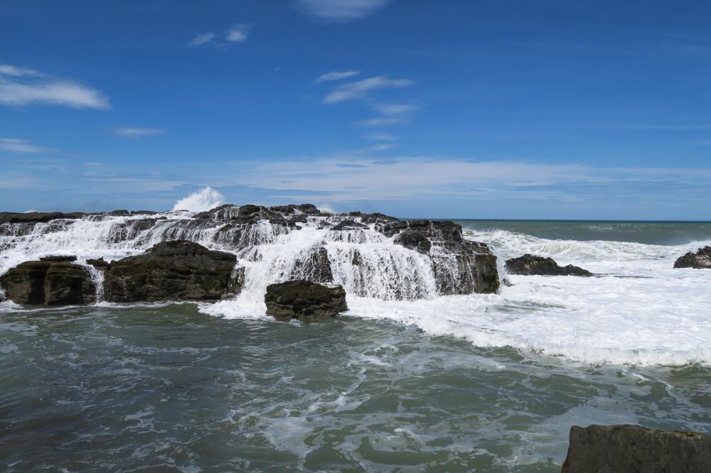 Waterfall, no river
