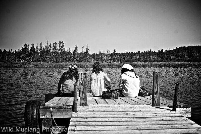 Girls  fishing  lake  dock