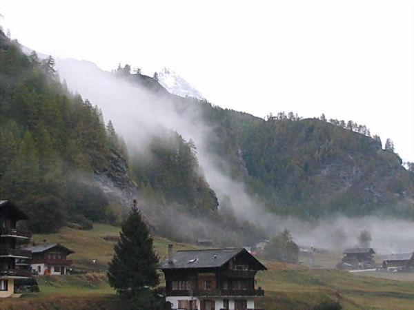 Suisse, matin de brume.