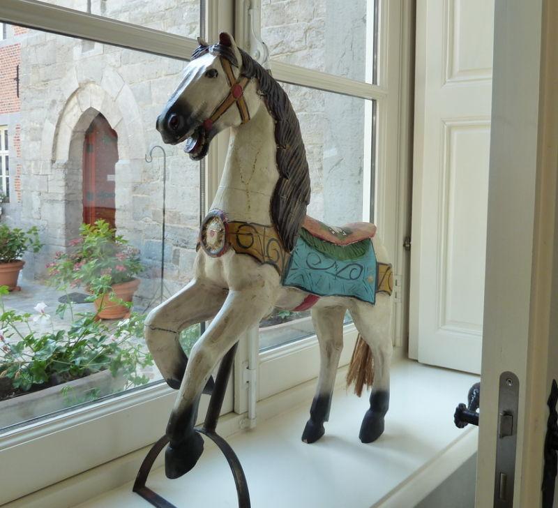 Le vieux cheval de bois.