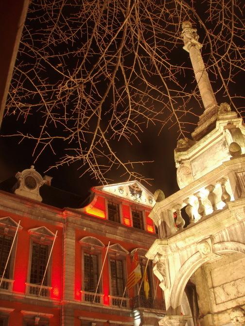 Liège. l'Hôtel de Ville et le Perron