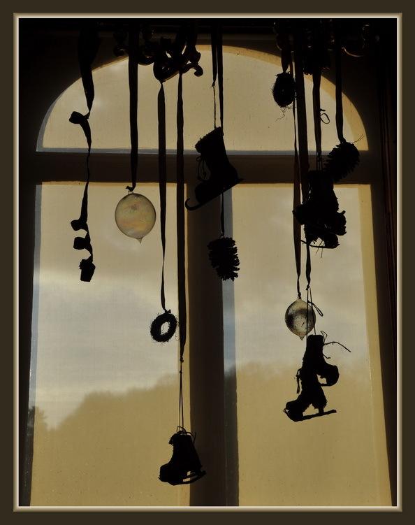 Fenêtre en fête. (ombre et lumière 26)