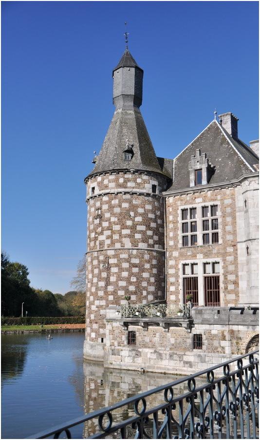 La tour et les douves.