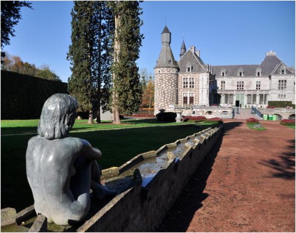 La Cour d'honneur depuis les jardins.
