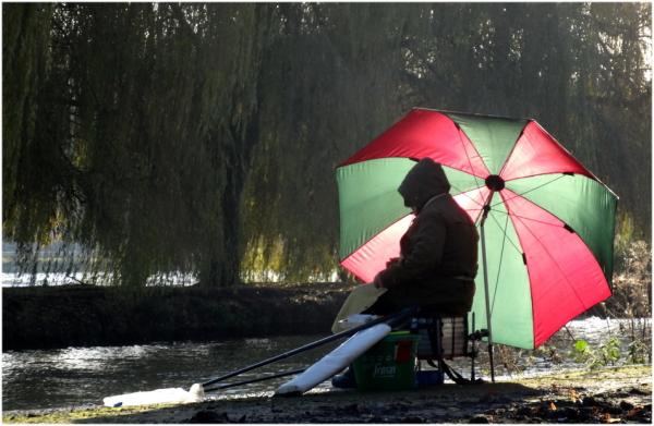 Le pêcheur au bord de l'eau...