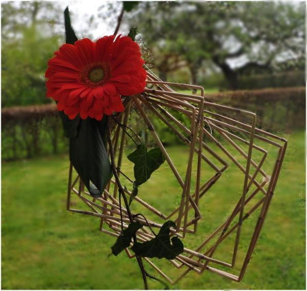 Bouquet artistique sur une vitre