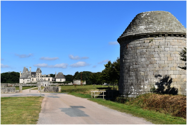 Kerjean , le château et son colombier