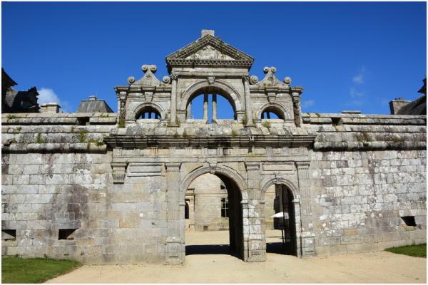 L'entrée monumentale du château