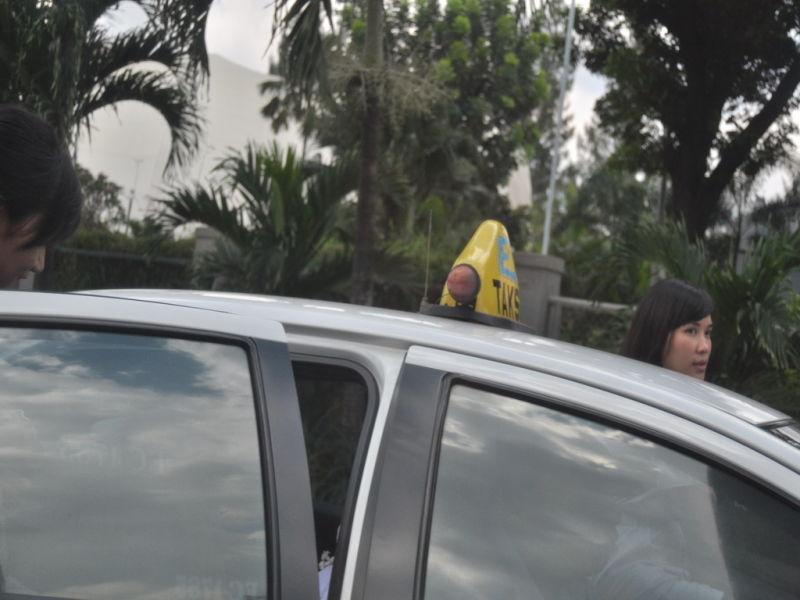Naik taksi