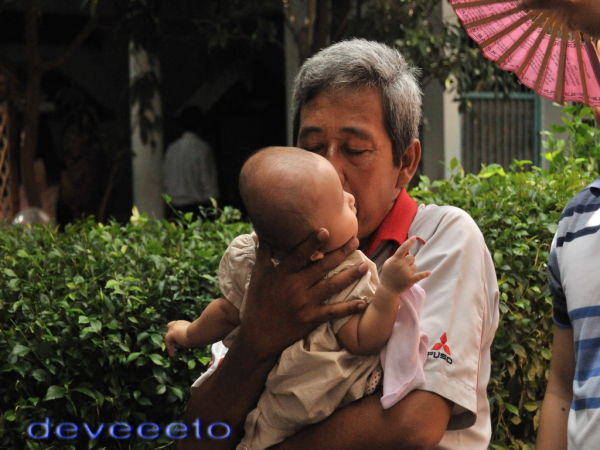 Kasih sayang seorang Ayah terhadap cucunya.....