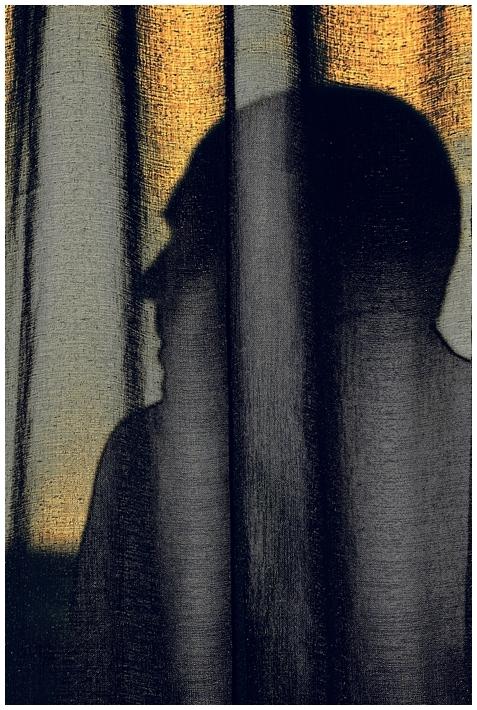 Portrait au rideau