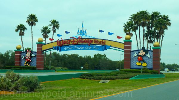 Jud, Disney, Main Gate