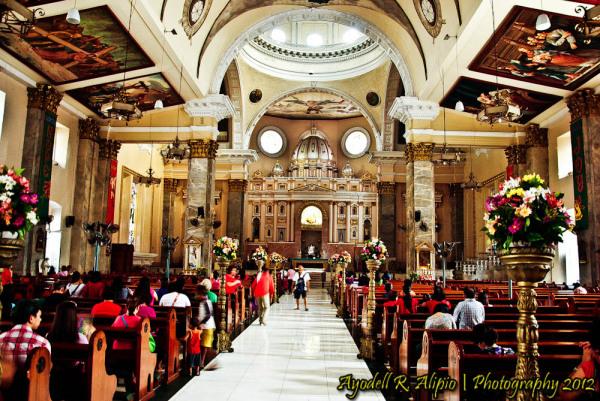 Interior design inside Binondo Church