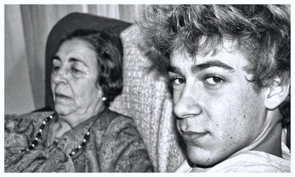 Dos Generaciones, ( nieto y abuela)