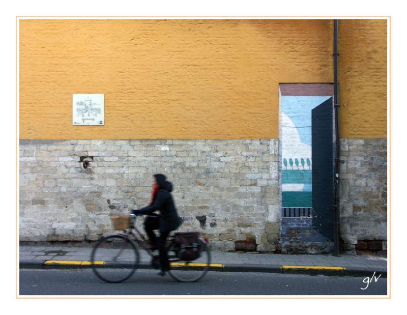A la porte - At the door (V)