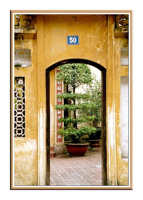 A la porte - At the door (XVII)