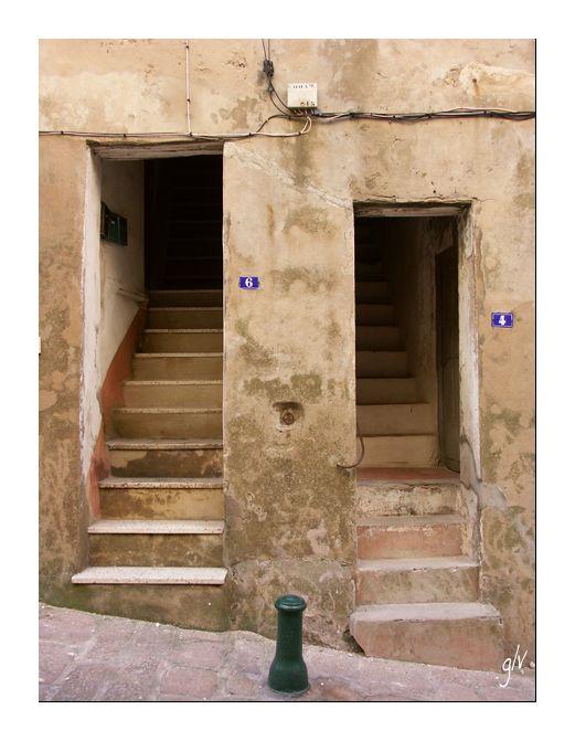 A la porte - At the door (XX)