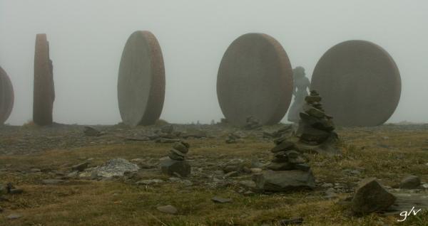 Des pièces dans la brume