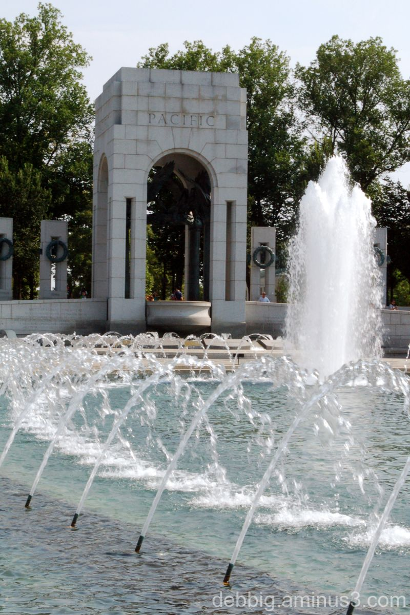 fountain WWII Memorial Washington DC
