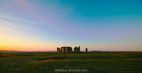 Stonehenge- 4 minutes after sunrise