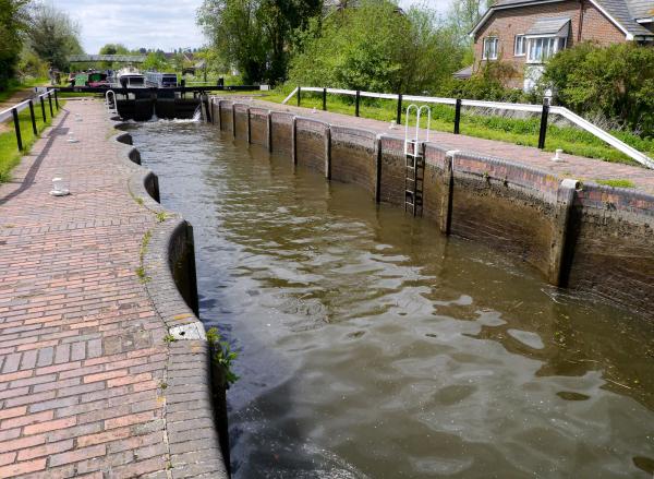 Aldermaston Lock