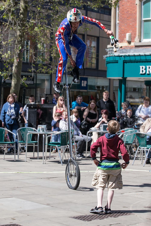 Street performer - 4