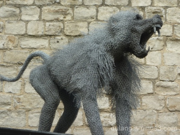Chicken wire monkey/Tower of London