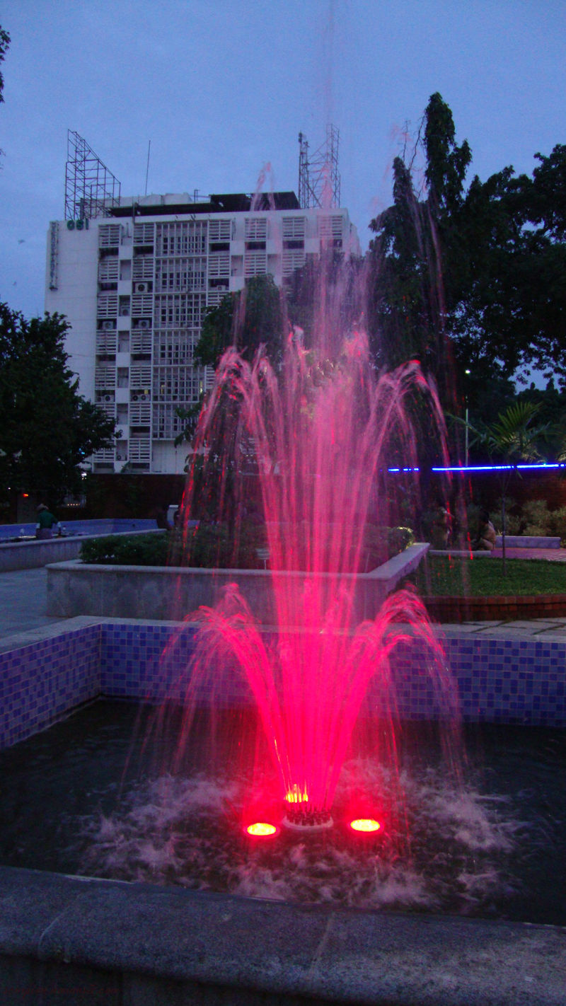 Fountain @ neighbourhood Park