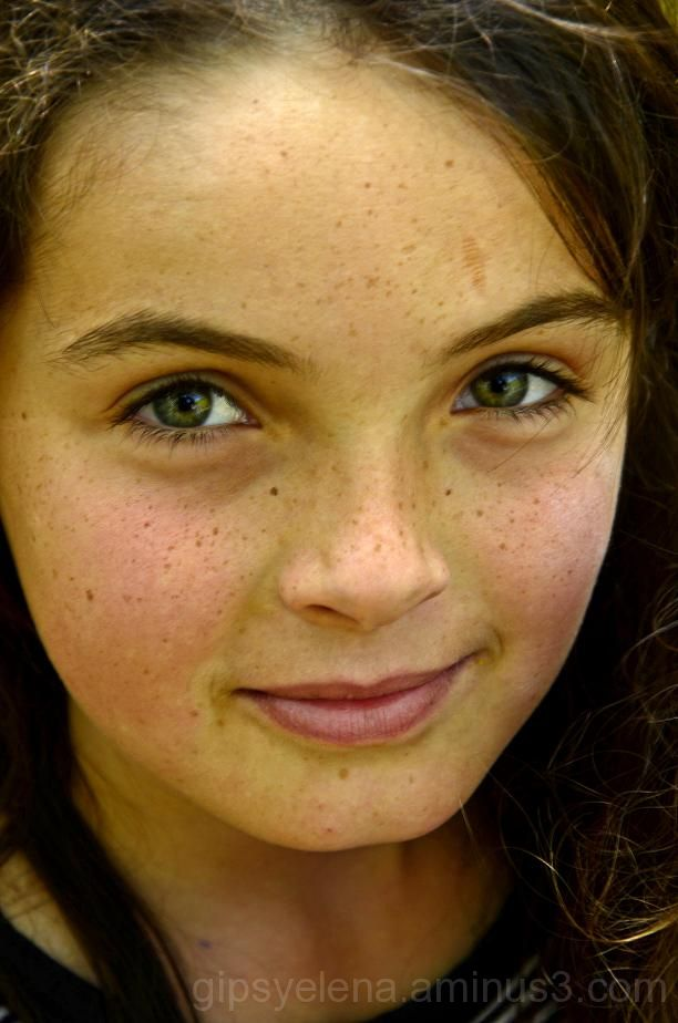 ..Portraits: Laura..