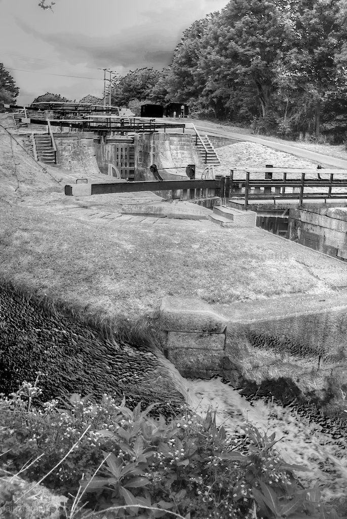 Leeds and Liverpool Locks in bw