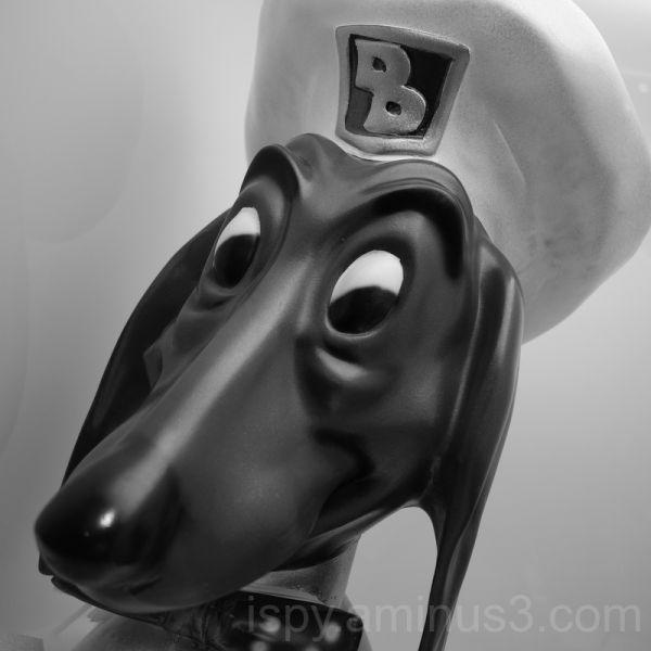 Doggie Diner Statue
