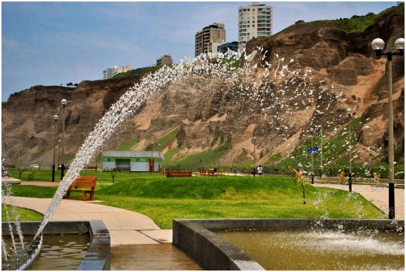 water feature fountain Miraflores playa