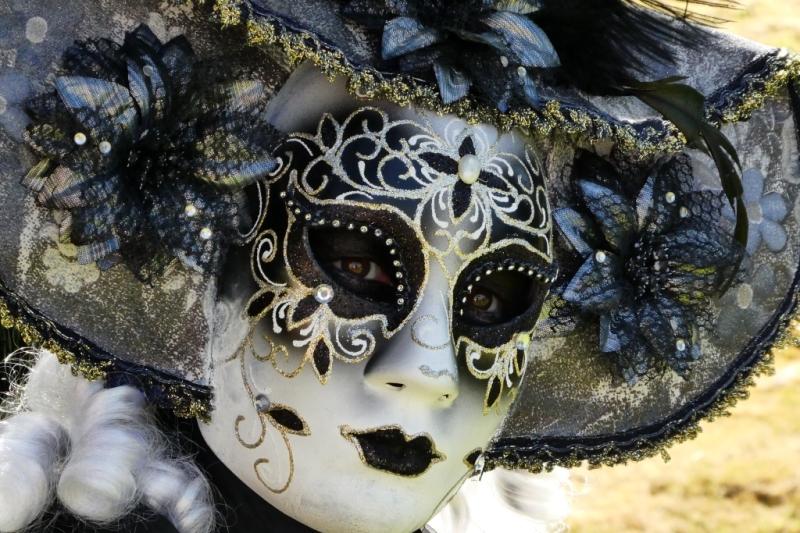 Derrière le masque 1