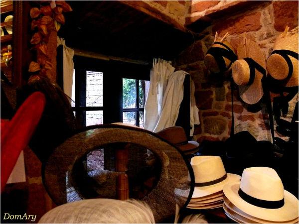 Chapeaux à Collonges la Rouge...