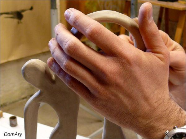 les mains...toujours.