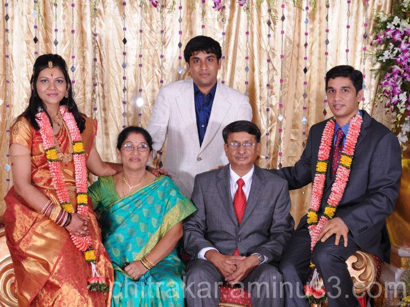 FAMILY PORTRAIT-001